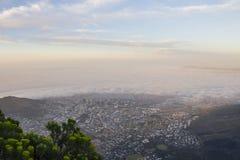 开普敦在雾盖了在日落 免版税库存照片