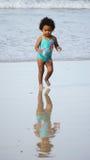 开普敦海岸的一个女孩 免版税库存图片