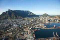 开普敦港口和桌山,南非 免版税库存图片