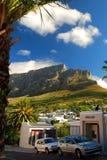 从开普敦的桌山 西部的海角 非洲著名kanonkop山临近美丽如画的南春天葡萄园 免版税库存图片