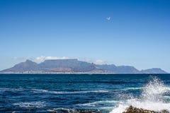 开普敦视图从Robben海岛的 免版税库存照片