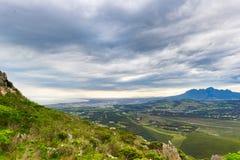 开普敦,南非鸟瞰图从罗利先生` s通行证的 冬天季节,多云和剧烈的天空 免版税图库摄影