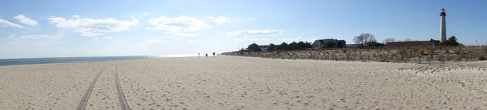 开普梅灯塔全景由海滩的 免版税图库摄影