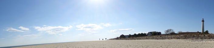 开普梅灯塔全景由海滩的 免版税库存照片