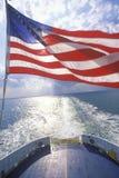 从开普梅轮渡,新泽西的美国国旗飞行 免版税图库摄影