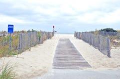 开普梅:海滩的木板走道 库存照片
