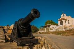 开枪在入口对堡垒和天主教 老堡垒福特莱萨de Jagua 古巴, Cienfuegos 免版税库存照片