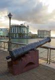 开枪在堤防,毛里求斯的路易港首都 库存照片