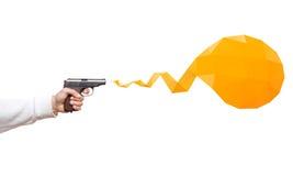 开枪在有丝带讲话泡影的人的手上 免版税库存图片