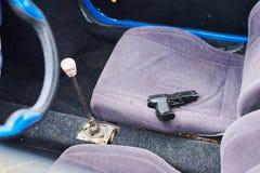 开枪在汽车的前座 库存照片
