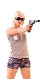 开枪查出的妇女年轻人 免版税库存照片