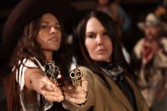 开枪西部妇女 免版税库存照片
