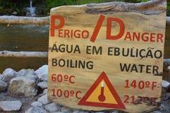 开水的危险标志 免版税库存照片