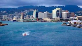 从离开港口的Cruiseship的看法檀香山 图库摄影