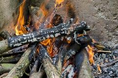 开火在壁炉 图库摄影