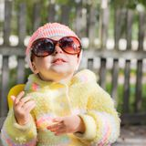 开玩笑佩带的太阳镜 免版税库存照片