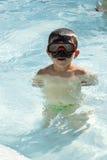 开玩笑到游泳池 免版税库存图片