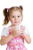 开玩笑在白色的女孩饮用的酸奶或牛乳气酒 图库摄影
