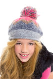 开玩笑有冬天羊毛盖帽的女孩微笑在白色的 免版税图库摄影