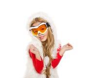 开玩笑有雪冬天玻璃和空白毛皮的女孩 免版税库存照片