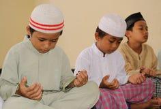 开玩笑穆斯林祈祷 免版税库存照片