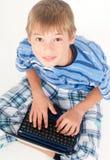 开玩笑膝上型计算机年轻人 库存照片