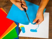 开玩笑艺术 制作概念 手工制造 在木台式视图 免版税库存图片