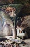 离开的中世纪教会地下室 库存照片