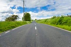 离开的乡下公路在北英国 免版税库存照片
