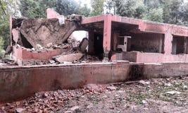 离开的和被毁坏的警察局在克什米尔 免版税库存照片
