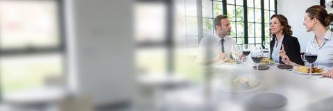 开的商人与窗口转折作用的一次会议 库存照片