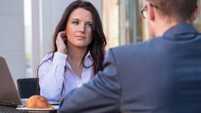 开的商人和的女实业家会议   库存图片