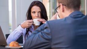 开的商人和的女实业家会议   免版税库存图片