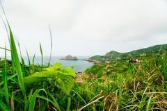 离开的村庄的瞥见在gouqi海岛 免版税库存照片