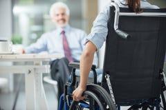 开的残疾妇女业务会议 免版税库存照片