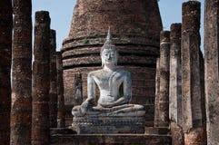 离开的泰国Sukhothai菩萨寺庙 免版税库存图片