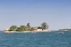 离开的海岛海运 免版税库存图片