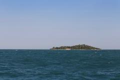 离开的海岛海运 图库摄影