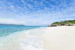 离开的热带海岛海滩,冲绳岛,日本 免版税库存图片