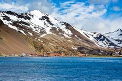 离开的石棉填装了在Stomness海岛上的捕鲸村庄 免版税库存图片