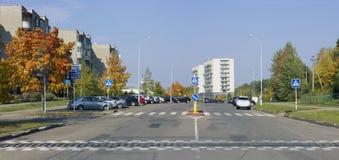 离开的秋天镇街道 库存图片