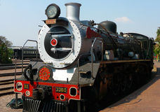 离开的蒸汽火车在非洲火车比勒陀利亚自豪感的资本公园驻地是世界s名列前茅25火车之一 库存照片