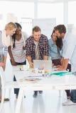 开的设计师愉快的队会议 免版税库存照片