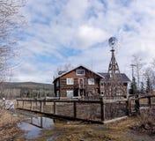 离开的阿拉斯加的农舍 库存照片