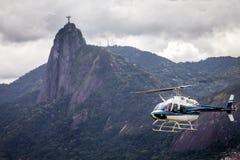 离开的直升机提供一张鸟瞰图新的七奇迹之一 库存照片