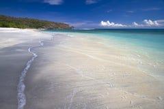 离开的黑沙子海滩 图库摄影