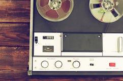 开盘式的葡萄酒记录器顶视图  免版税图库摄影