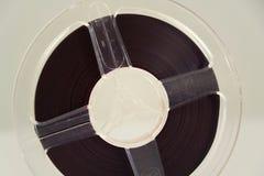 开盘式的音频在白色背景的记录器磁带 免版税库存照片