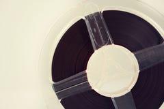 开盘式的音频在白色背景的记录器磁带 免版税库存图片