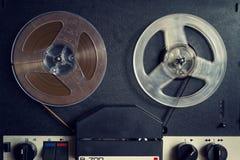 开盘式的音频记录器的被过滤的葡萄酒图片 免版税库存图片